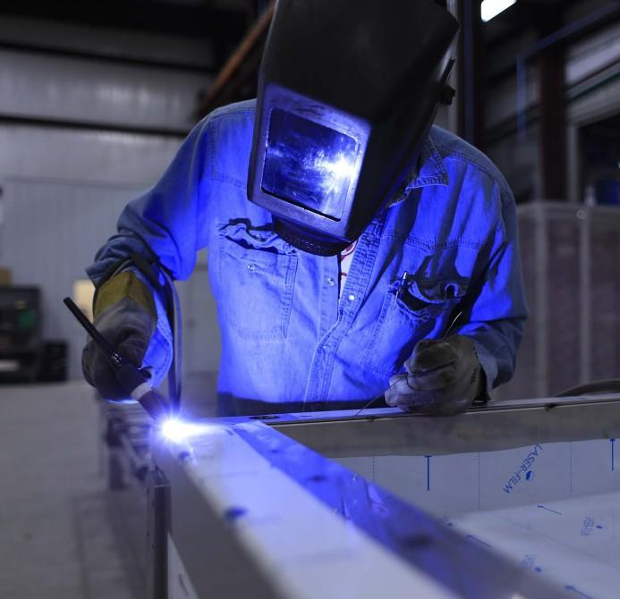 Fabricant enseigne metal et decoupe sur fer